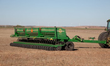 CroppedImage350210-GreatPlains-30-3-section-heavyduty.jpg